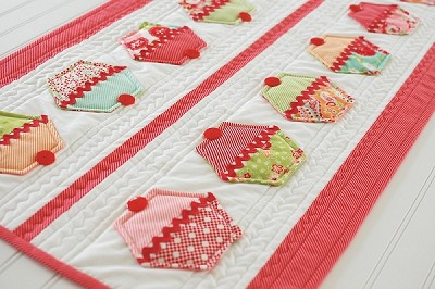 Cupcakes Table Runner and Coasters Pattern by Cotton Way
